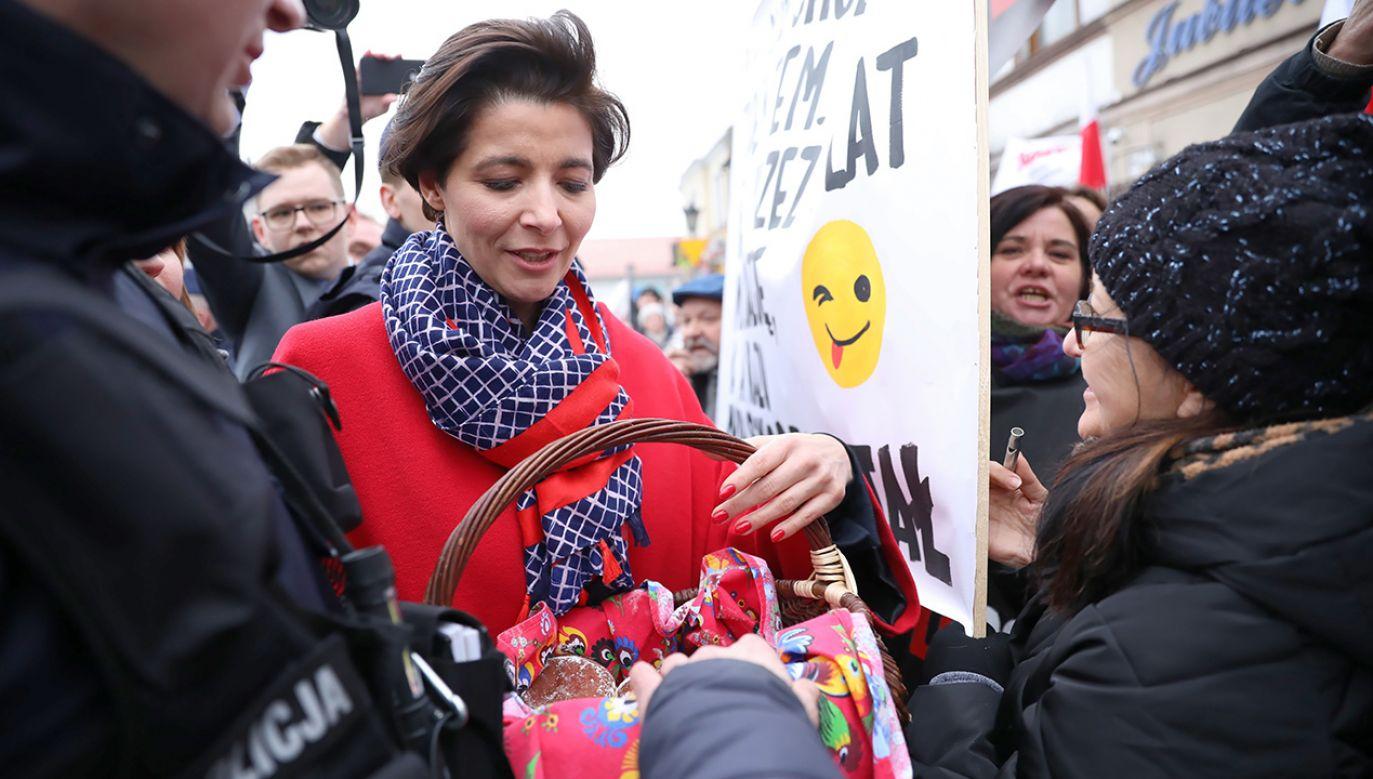 Sytuacja podczas spotkania z wyborcami w Łowiczu (fot. PAP/Leszek Szymański)