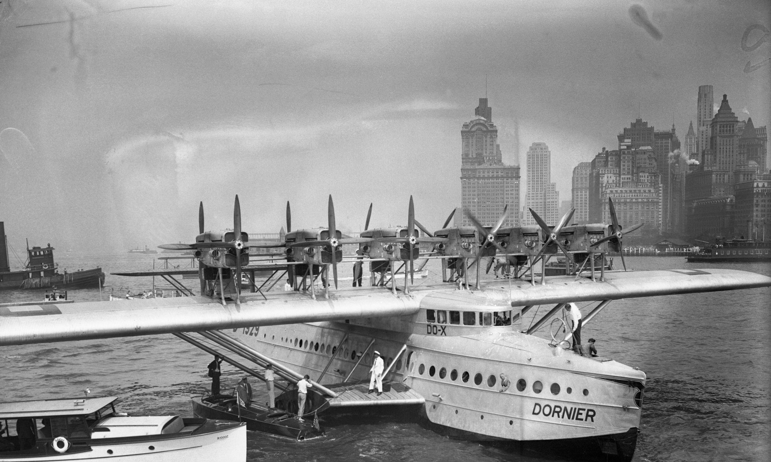 Niemiecki Dornier DO-X, największa w owym czasie maszyna szczęśliwie wylądowała w Nowym Jorku. 60 pasażerów zakończyło podróż, która rozpoczęła się na Jeziorze Bodeńskim. Fot. Getty Images