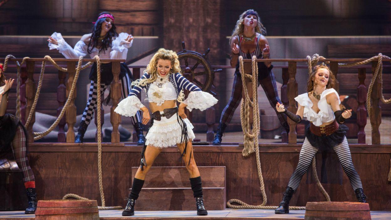 """Jako pierwsza na scenie pojawiła się Pamela Stefanowicz w choreografii z piosenki Gwen Stefani """"Rich Girl"""" (fot. TVP/ W. Kompała)"""