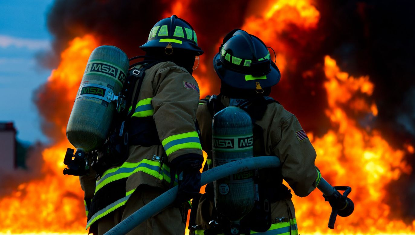 Po uderzeniu samolotu w dom doszło do pożaru (fot. zdjęcie ilustracyjne/Pixabay)