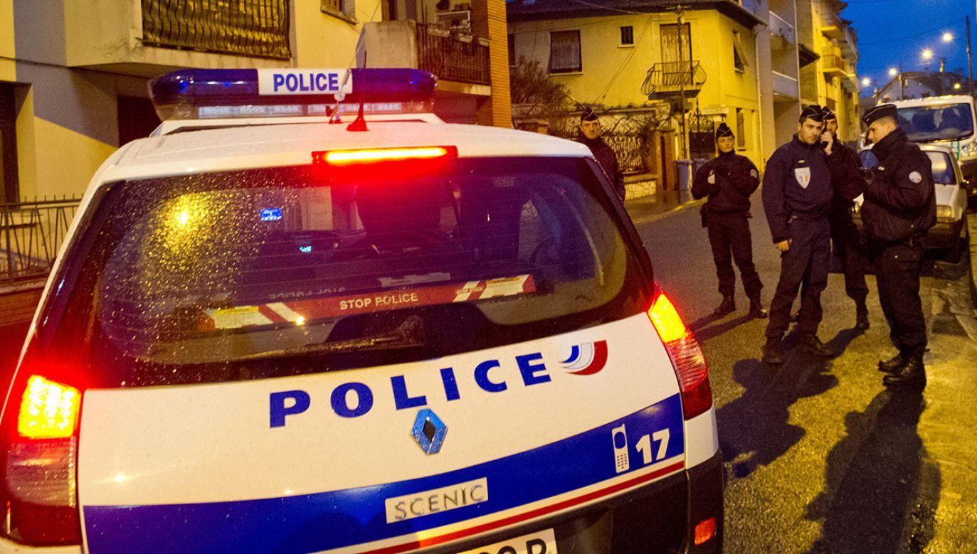 Francuska policja zatrzymała mężczyznę przewożącego ciało żony w samochodzie (fot. Getty Images)