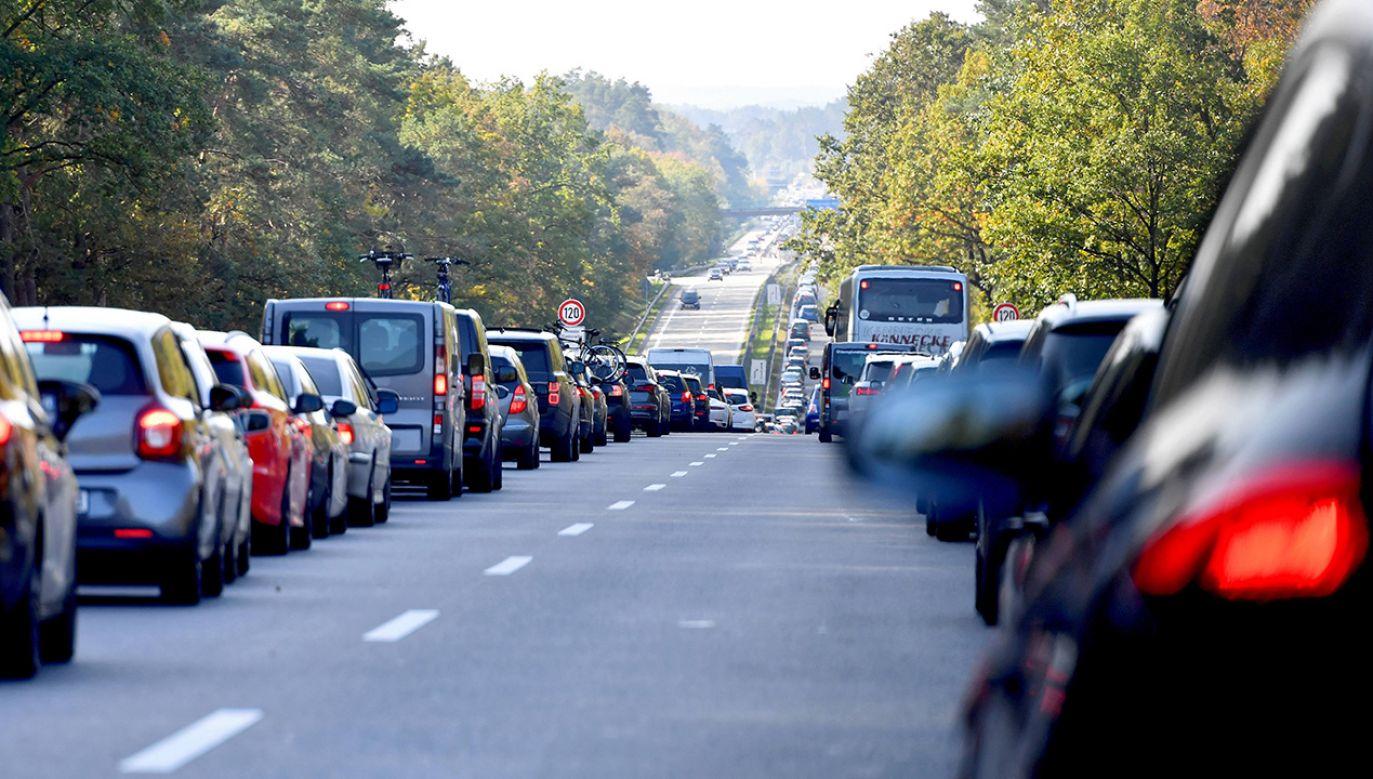 """""""Korytarz życia"""" ma zapewnić krótszy czas przejazdu służb ratowniczych do poszkodowanych (fot. arch. PAP/Marcin Bielecki)"""