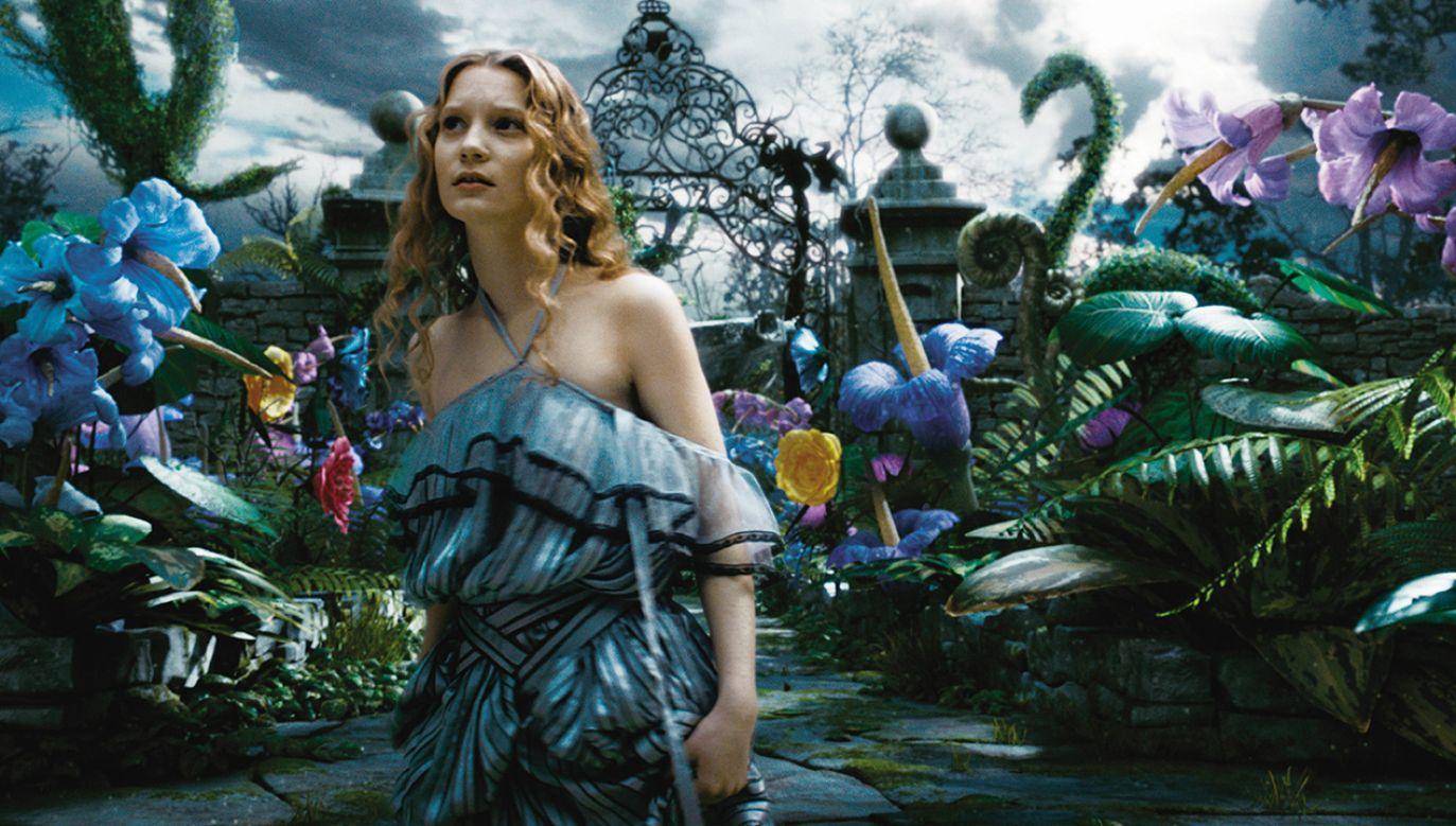 """Po zagraniu głównej roli w """"Alicji w Krainie Czarów"""" stała się jedną z najlepiej zarabiających gwiazd (fot. arch.PAP/ITAR-TASS / Buena Vista Sony Pictures Releasing CIS)"""