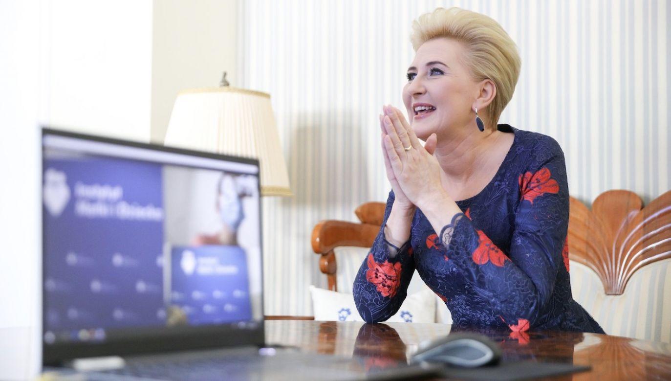 Pierwsza dama życzyła młodym mamom czerpania radości z bycia mamą (fot. Krzysztof Sitkowski/KPRP)