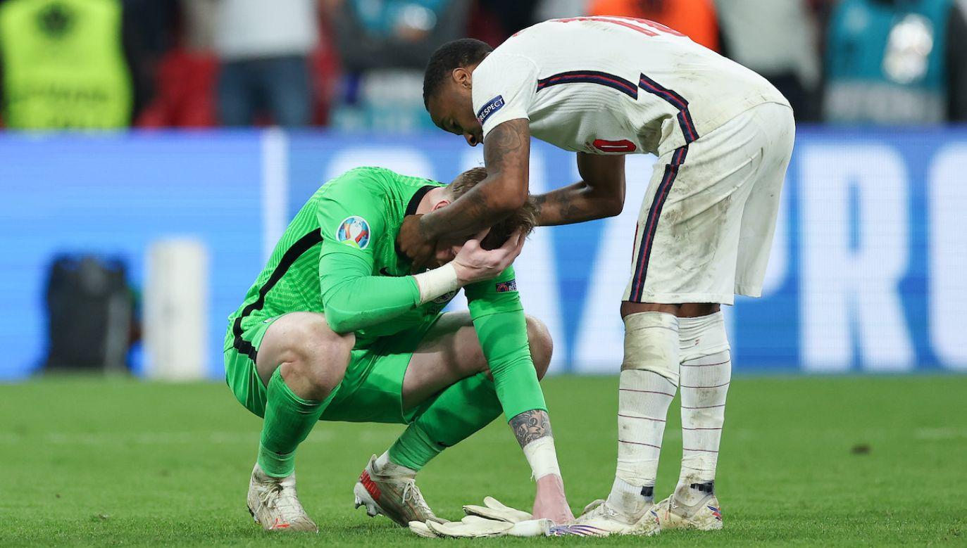 Raheem Sterling pocieszał po meczu Jordana Pickforda (fot. Getty Images)