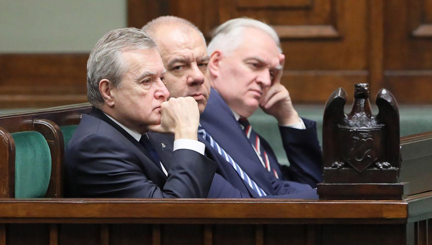 Zjednoczona Prawica nie musi zatem obawiać się opozycji – powinna jednak mocno zatroszczyć się o własną stabilność (fot  PAP/Paweł Supernak)