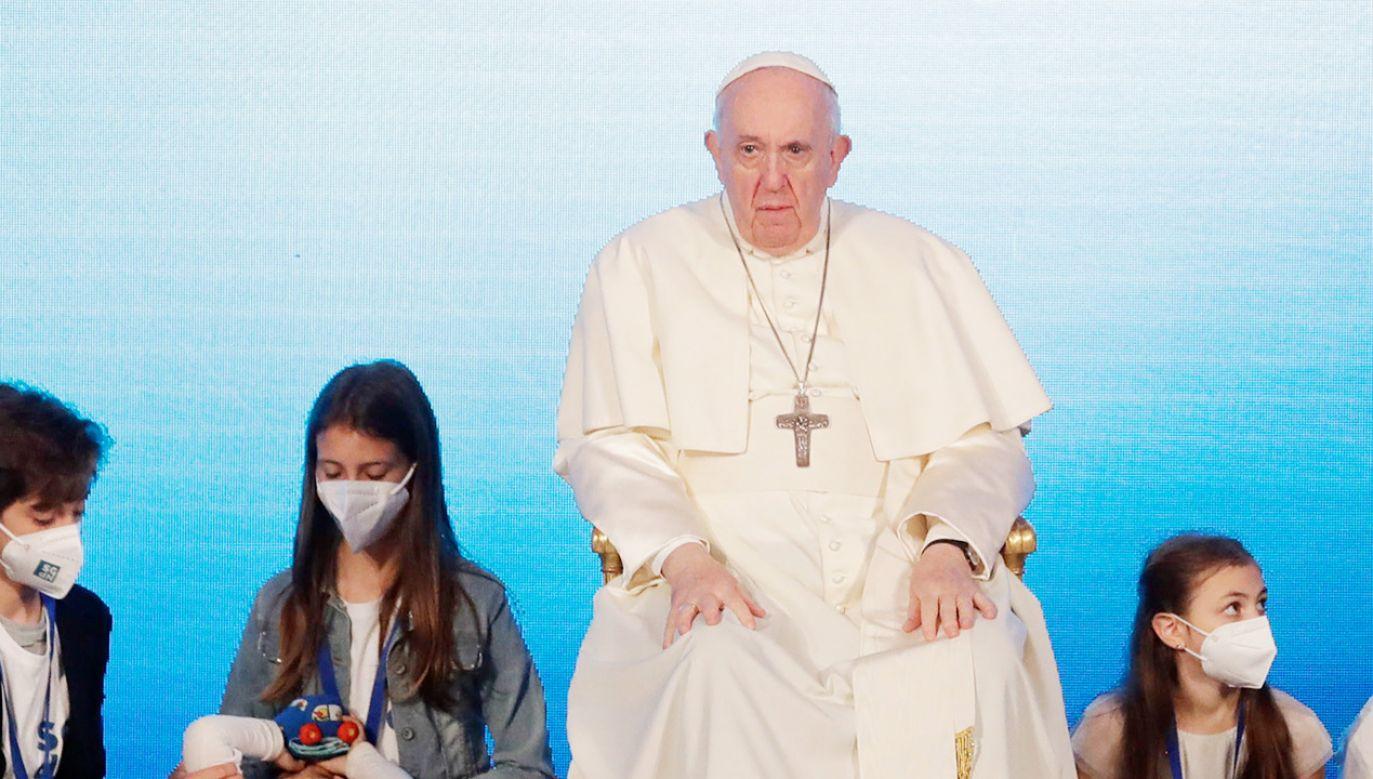 Papież zauważył, że większość młodych ludzi chce mieć dzieci (fot.  PAP/EPA/ANDREW MEDICHINI / POOL)