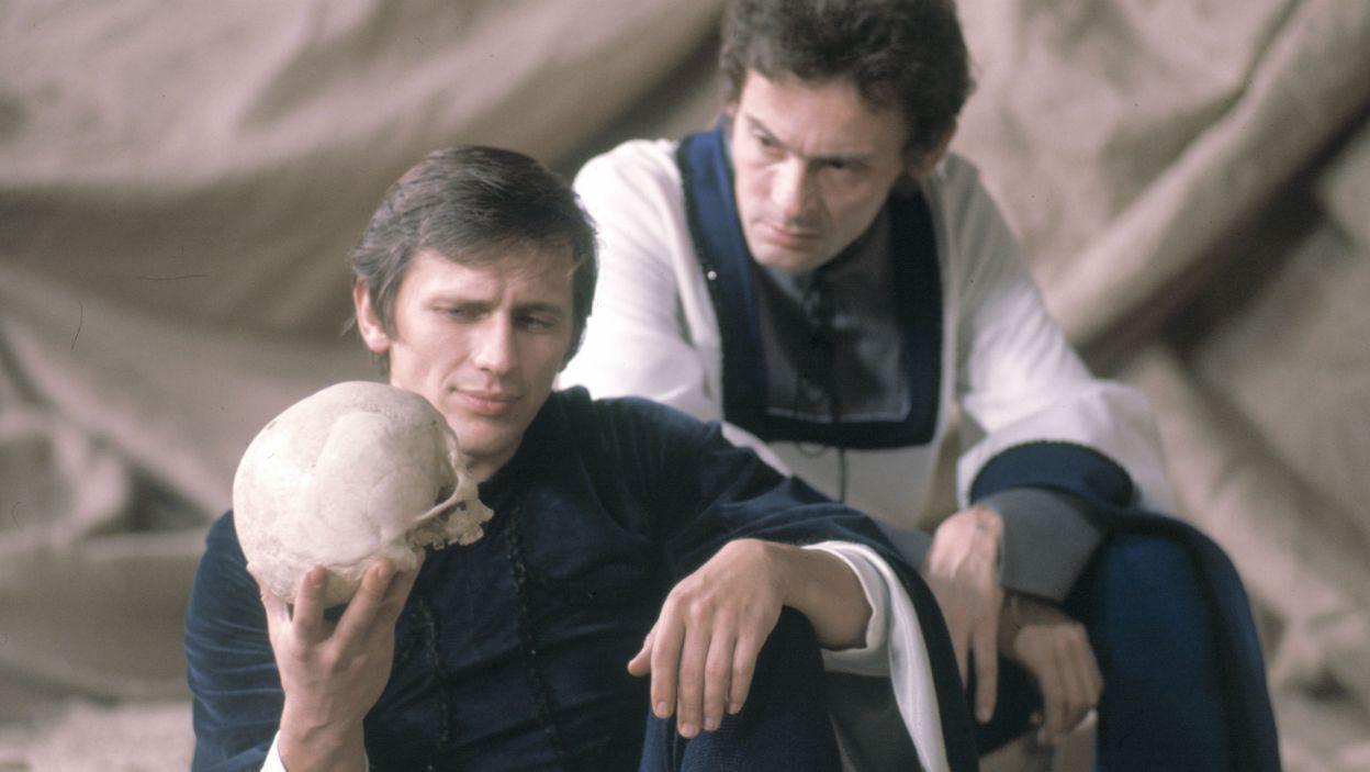 W 1974 roku ten wielki dramat Szekspira zrealizował Gustaw Holoubek; Hamleta zagrał Jan Englert (fot. TVP)