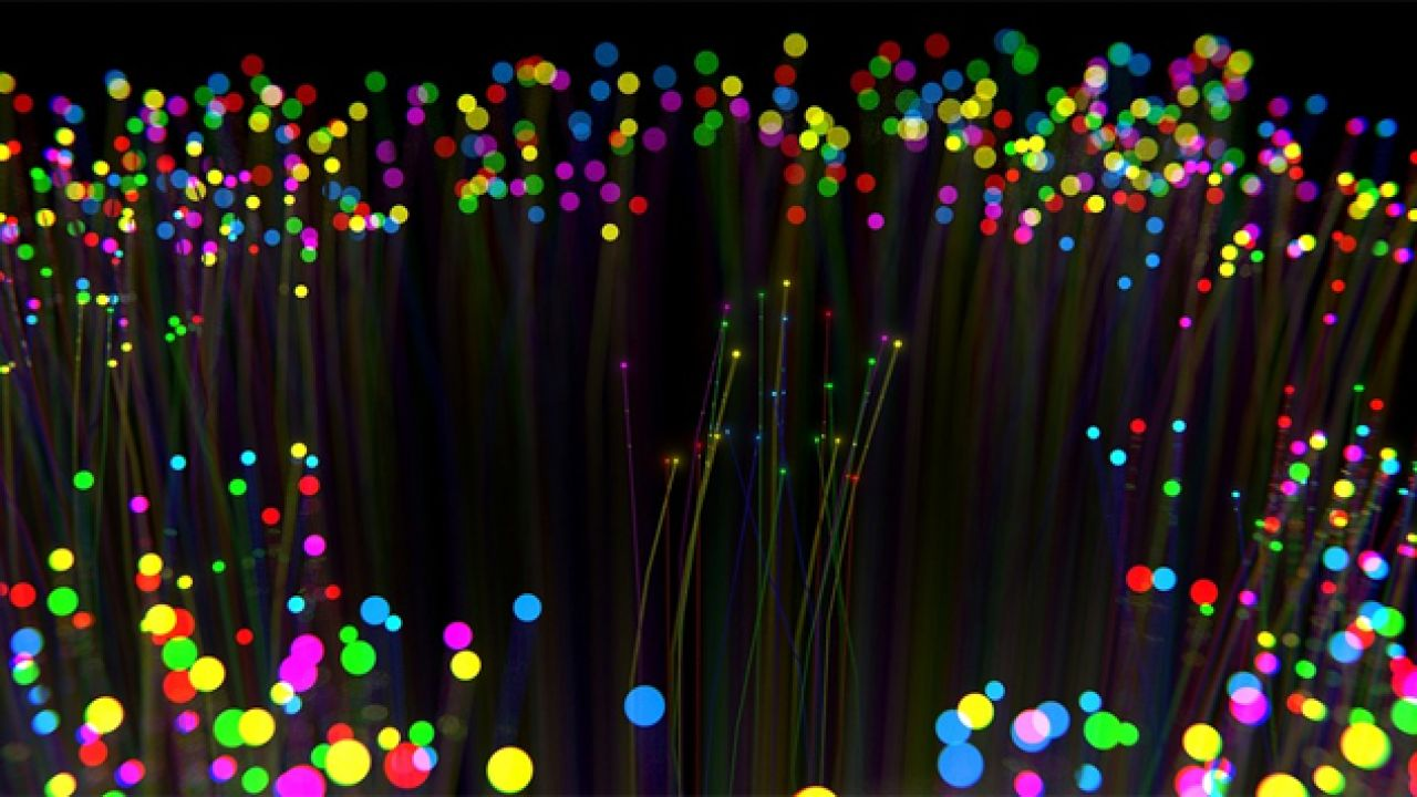 Druk szkła może stanowić przełom w produkcji światłowodów (fot. Pixabay/hsoj95)