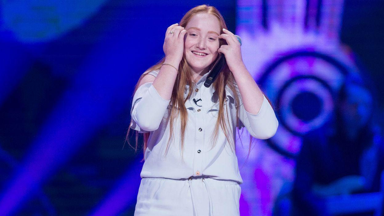 """Niepowodzenie z poprzedniego roku nie załamało kolejnej uczestniczki. Julia wróciła do programu i """"odwróciła"""" wszystkie fotele! (fot. TVP)"""