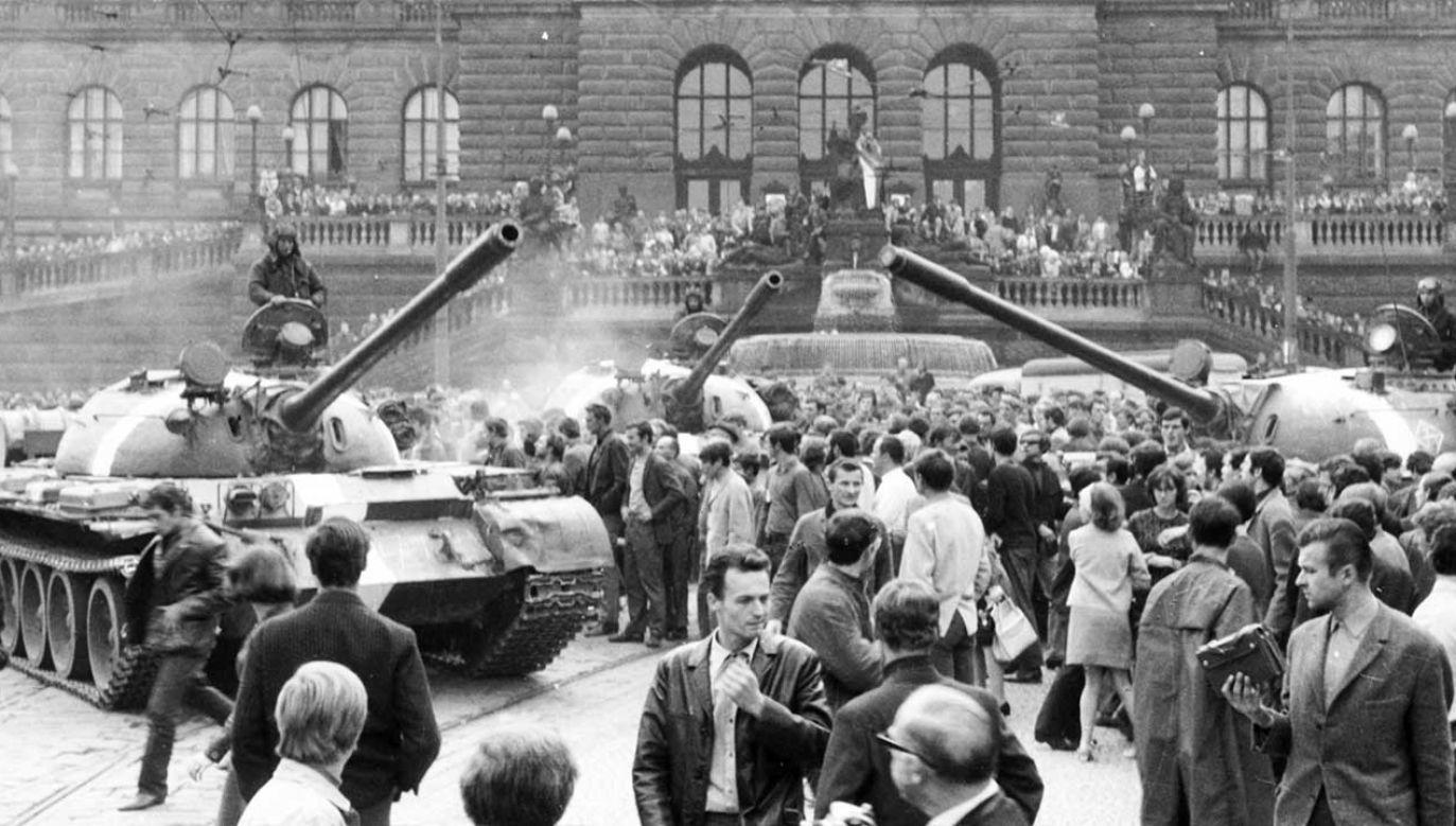 Czechosłowaccy komuniści chcieli reformować kraj. Moskwa wysłała tanki (fot. Sovfoto/Universal Images Group/Getty Images)