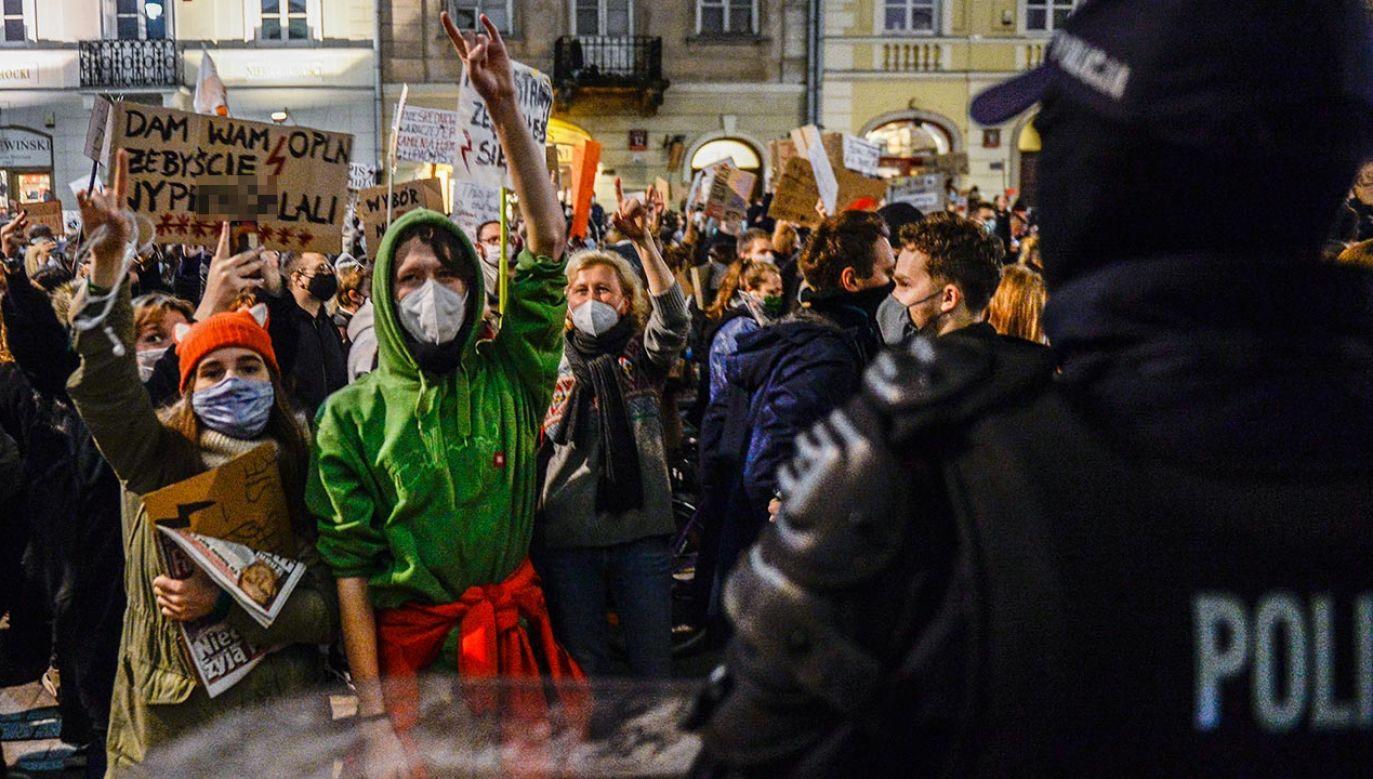 Rzecznik wyjaśnił, że obok bezpieczeństwa uczestników protestów, zagrożone jest też bezpieczeństwo starszych członków rodzin (fot. Omar Marques/Getty Images)