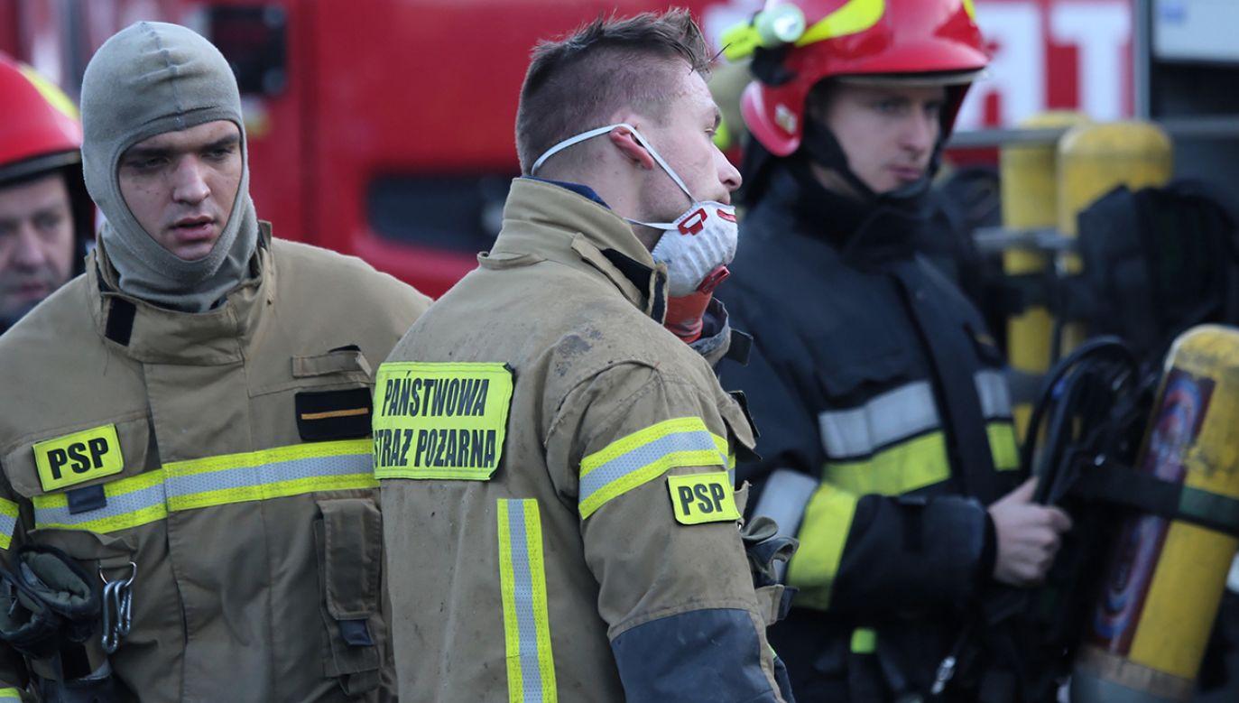 Na miejsce przyjechały 4 zastępy straży pożarnej i pogotowie gazowe (fot. arch.  PAP/Andrzej Grygiel)