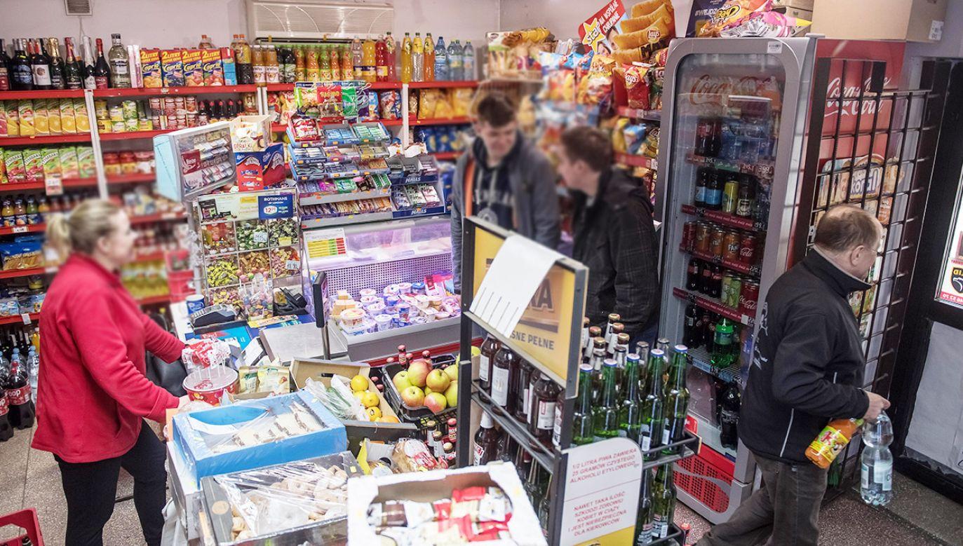 Według wiceprezesa PIH obecna forma ustawy jest korzystna dla małych sklepów (fot. PAP/Wojciech Pacewicz)