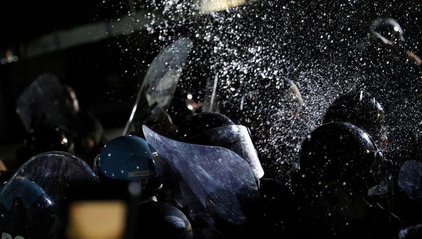 Zarzewiem zamieszek stała się śmierć czarnoskórego George'a Floyda, do jakiej doszło podczas brutalnego zatrzymania (fot. Reuters/Tom Brenner)