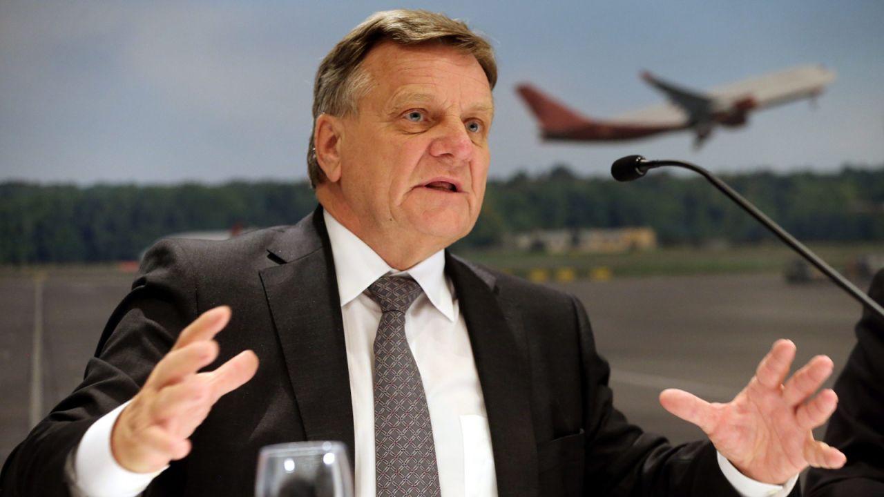 Szef zarządu lotniska Hartmut Mehdorn (fot.  PAP/EPA/WOLFGANG KUMM)