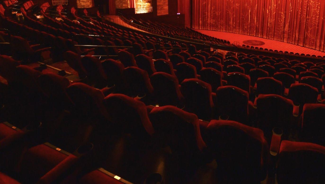 Datę ewentualnego otwarcia kin i teatrów przedstawi premier (fot. Matt Winkelmeyer/Getty Images)
