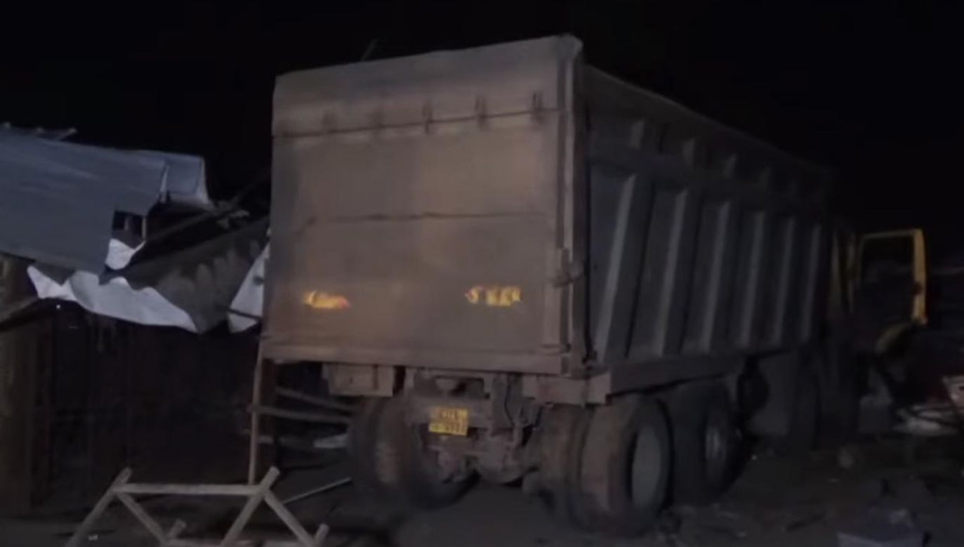 Policja aresztowała kierowcę wywrotki (fot. YouTube/Hindustan Times)
