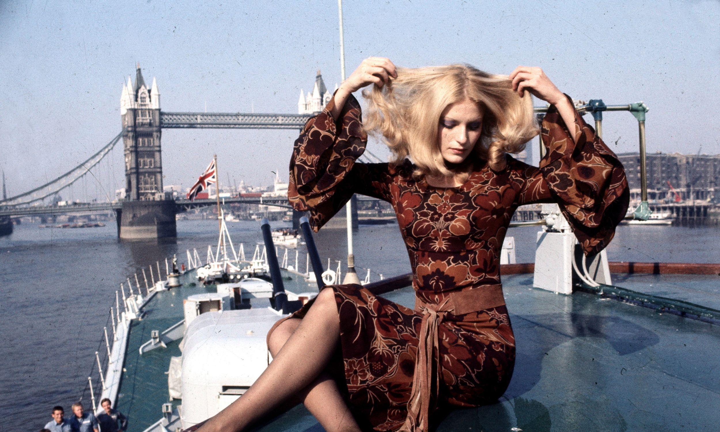 Modelka w ubraniu z kolekcji Mary Quant, 1971 r. Fot. Wieczorek / ullstein bild via Getty Images