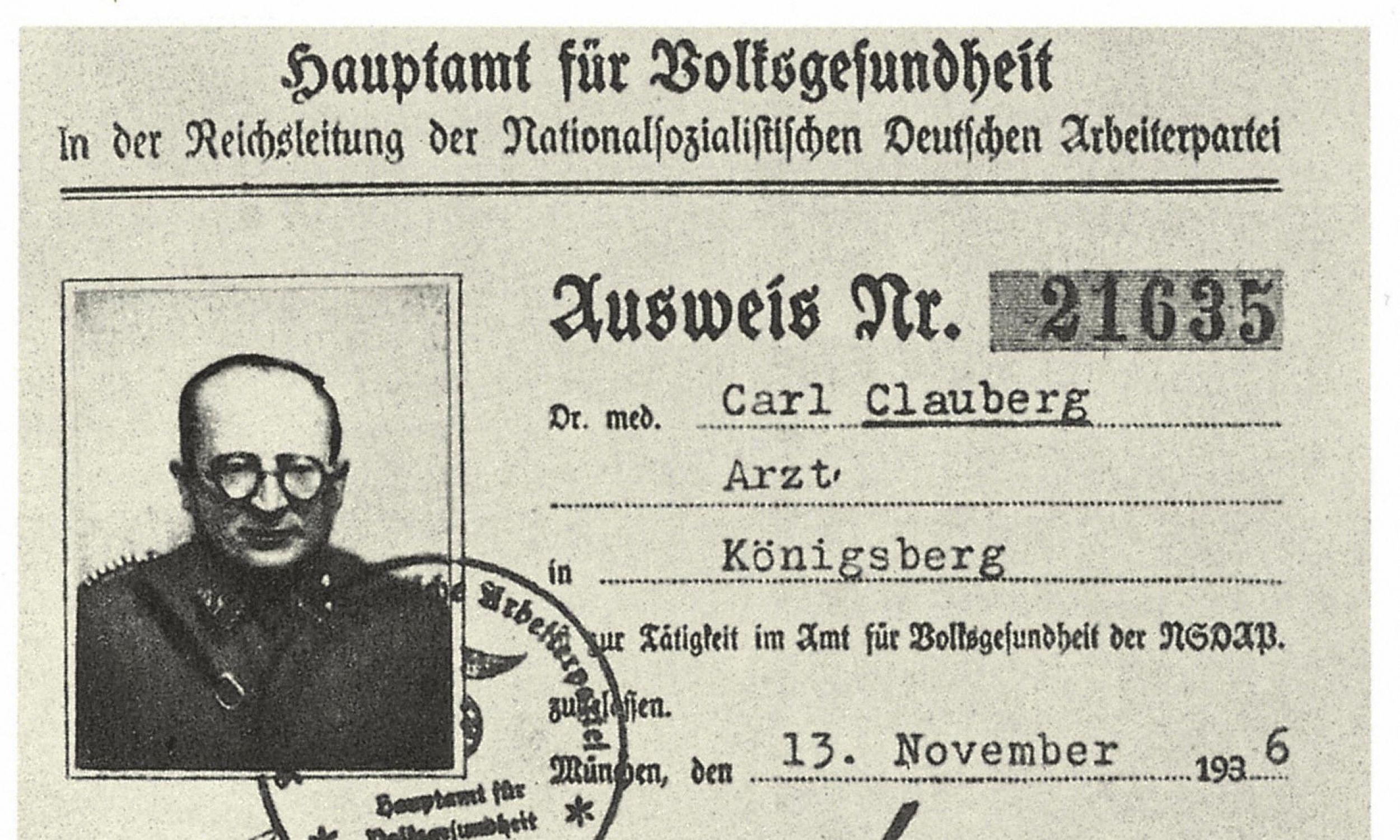 """Carl Clauberg w 1930 r. opracował test Clauberga (oznaczanie progesteronu). A w czasie II wojny robił na więzionych w obozie kobietach bolesne i często śmiertelne eksperymenty, poszukując sposobów masowej sterylizacji, by wyeliminować z ludzkości """"elementy niepożądane"""". Fot. Photo 12 / UIG via Getty Images"""