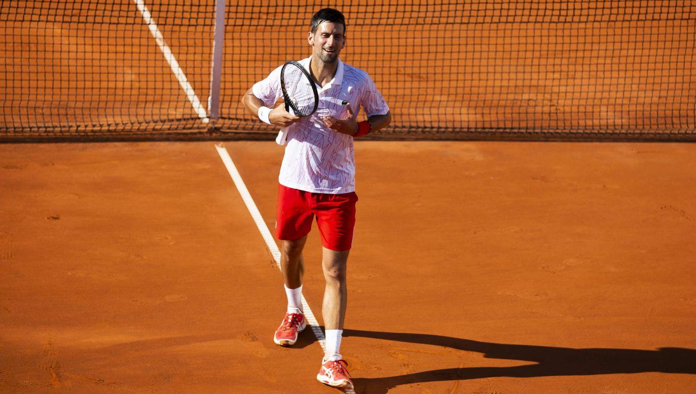 Novak Djoković dołączył do coraz dłuższej listy sportowców zakażonych koronawirusem (fot. Getty Images)