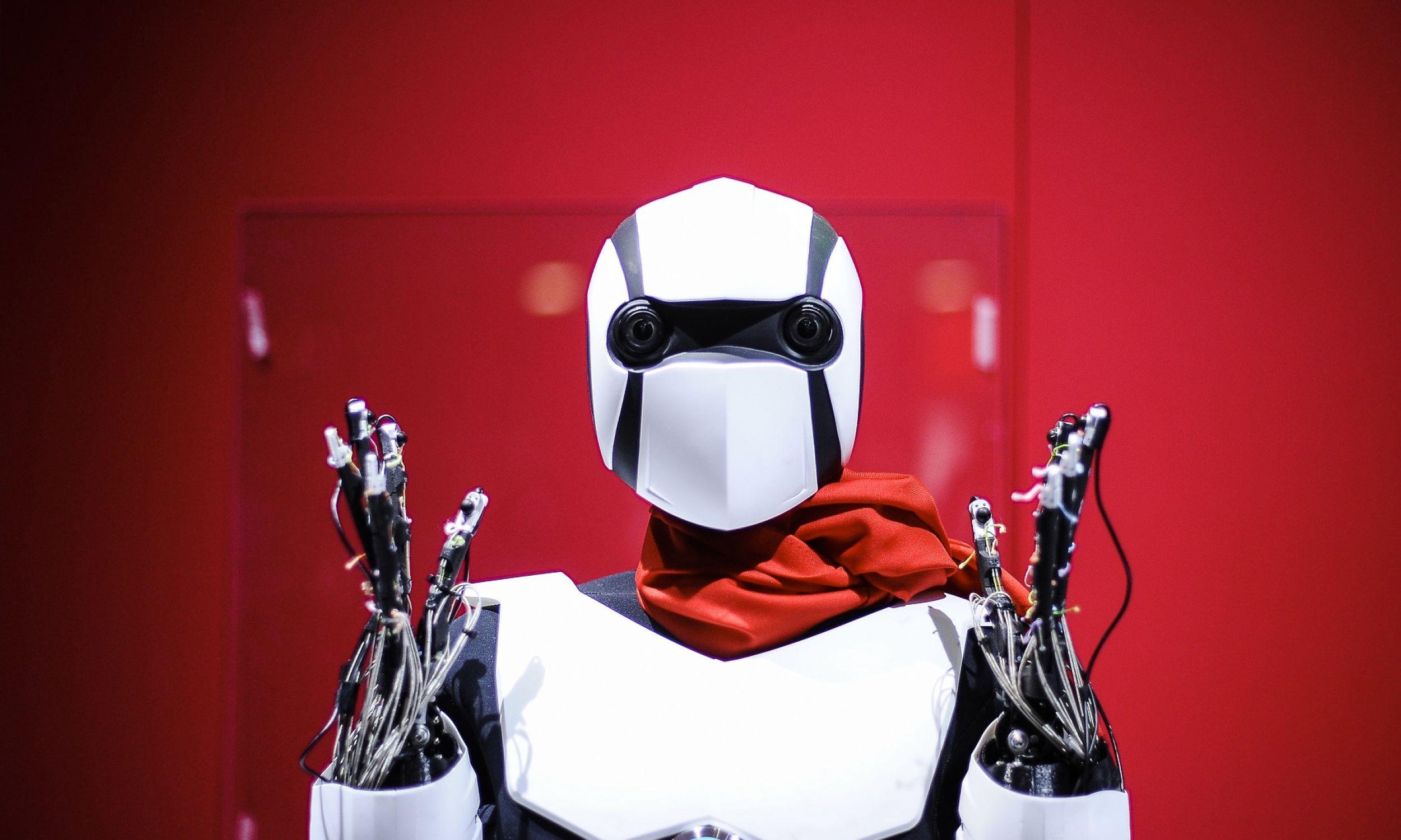 Hiszpania, 28 lutego 2018 r. Podczas Mobile World Congress w Barcelonie pokazano robota TT Docomo 5G, odzwierciedlającego ruchy operatora wykonującego japońską kaligrafię. Fot. : Joan Cros / NurPhoto via Getty Images
