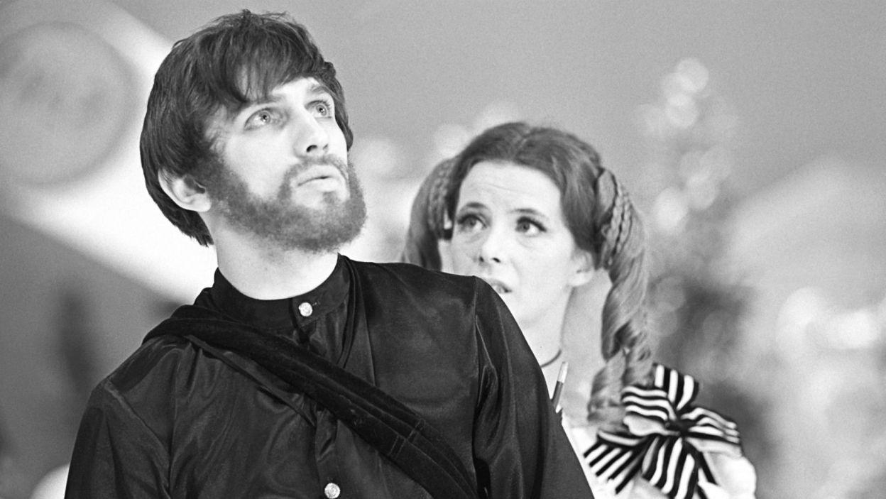 """Aktor zawsze świetnie się czuł w repertuarze klasycznym; w """"Fantazym"""" Słowackiego w reżyserii Gustawa Holoubka zagrał Jana... (fot. TVP)"""