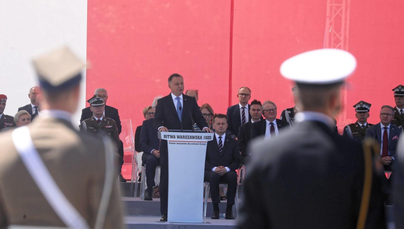 """Andrzej Duda powiedział, że byli jednak """"tacy, którzy nie zwątpili, którzy cały czas pracowali, by ratować ojczyznę"""" (fot. PAP/Tomasz Gzell)"""