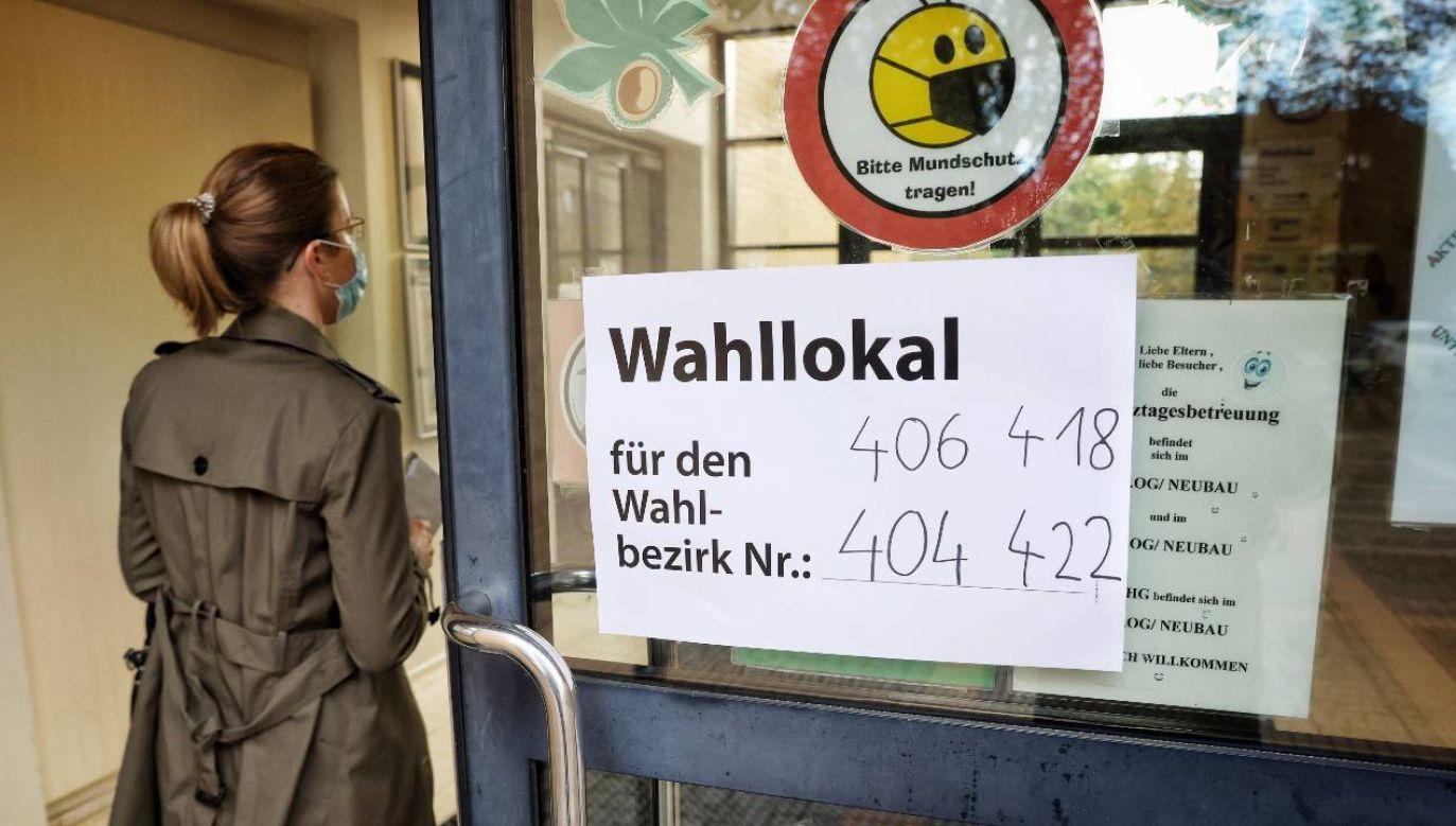 Lokale wyborcze zostaną zamknięte o godz. 18 (fot. PAP/EPA/FILIP SINGER)