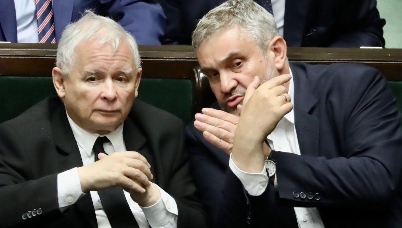 Ardanowski (P) przyznał, że myślał o utworzeniu własnego koła (fot. arch.PAP/Tomasz Gzell)