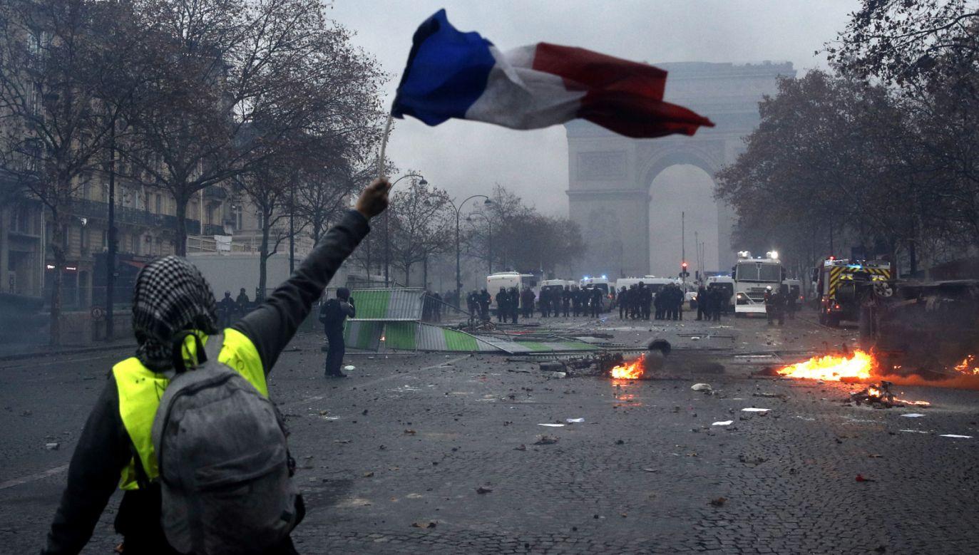Prefekt policji zakazał demonstracji w centralnych miejscach Paryża od piątku wieczór do niedzieli (fot. PAP/EPA/YOAN VALAT)