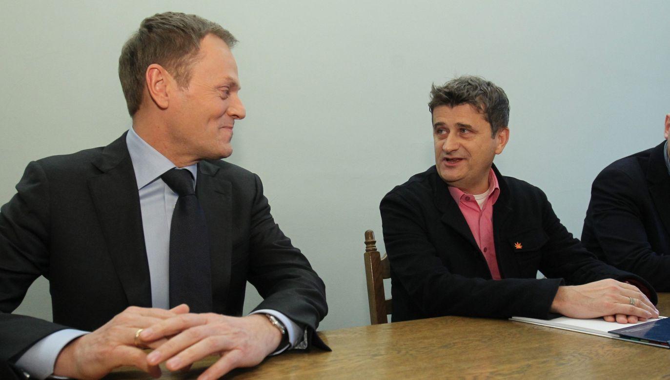 Donald Tusk i Janusz Palikot w 2012 roku w Sejmie (fot. PAP/Radek Pietruszka)