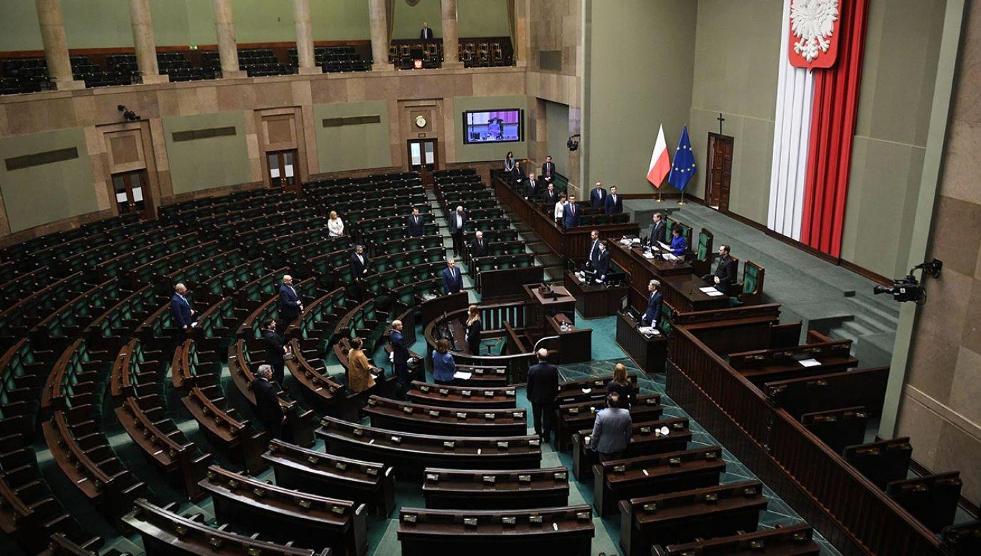 Projekt uchwały ws. przedstawiło Prezydium Sejmu (fot. PAP/Radek Pietruszka)