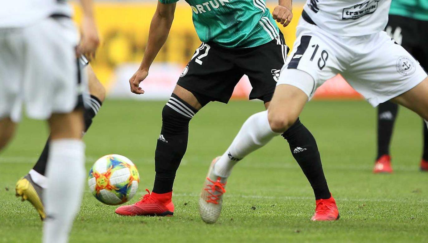 Liczne zmiany w przepisach gry w piłkę nożną, wprowadzone tego lata, obowiązują od nowego sezonu również w Polsce (fot. PAP/Leszek Szymański)