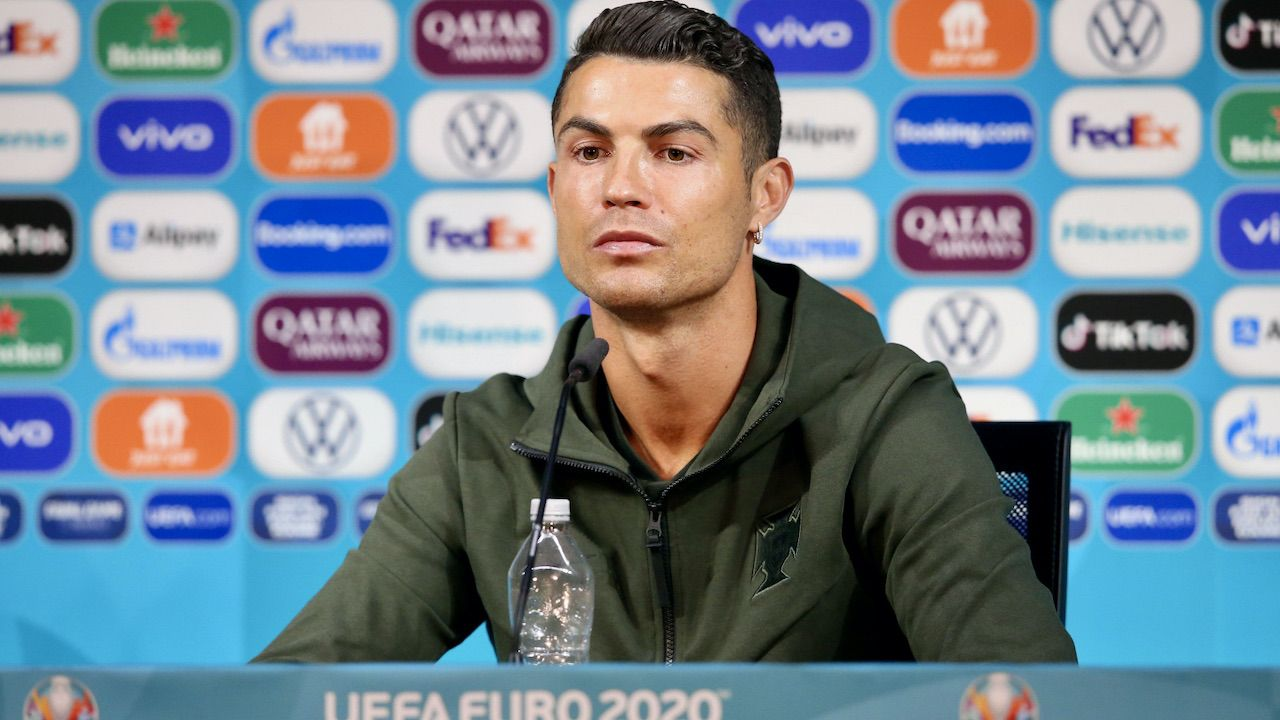 Ronaldo na konferencji prasowej (fot. PAP/EPA/UEFA HANDOUT)