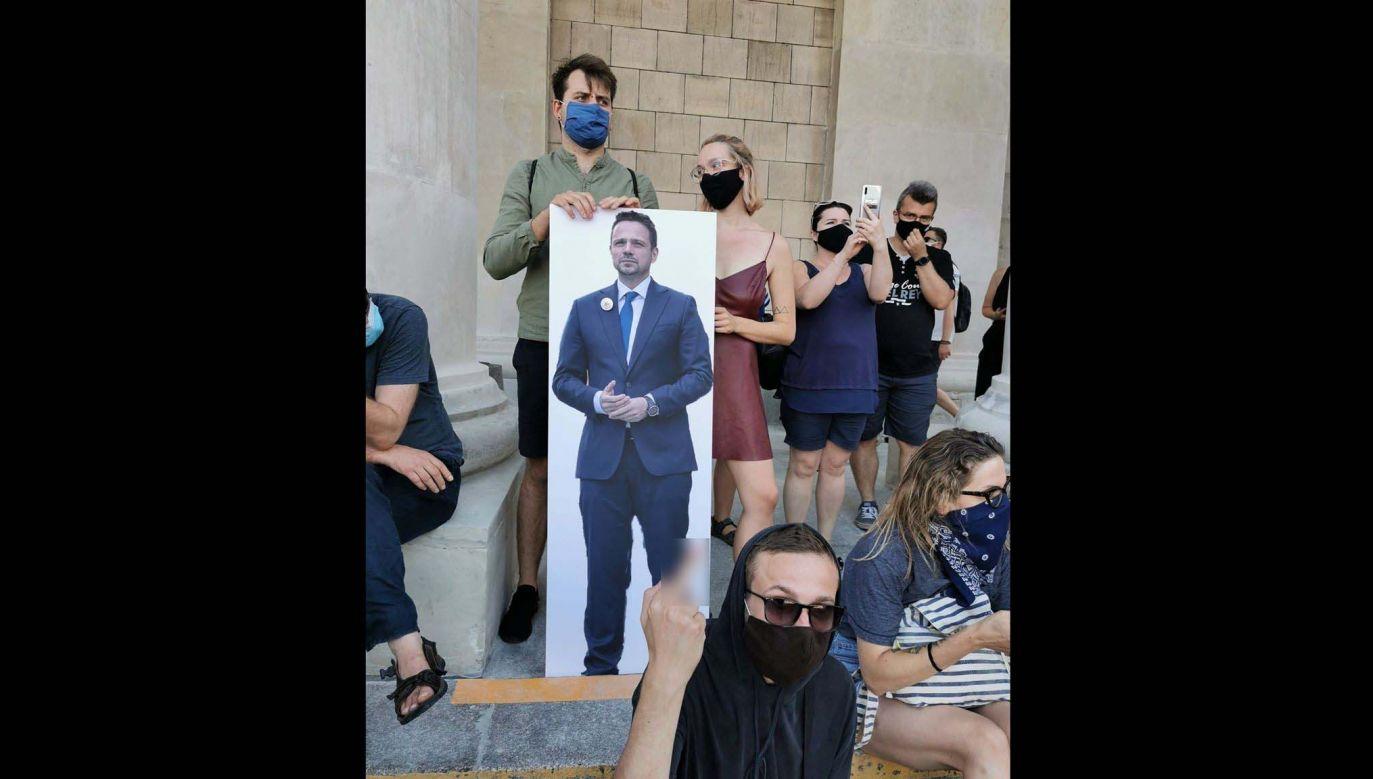 Protest zorganizowano po piątkowych wydarzeniach związanych z zatrzymaniem Michała Sz. (fot. Twitter)