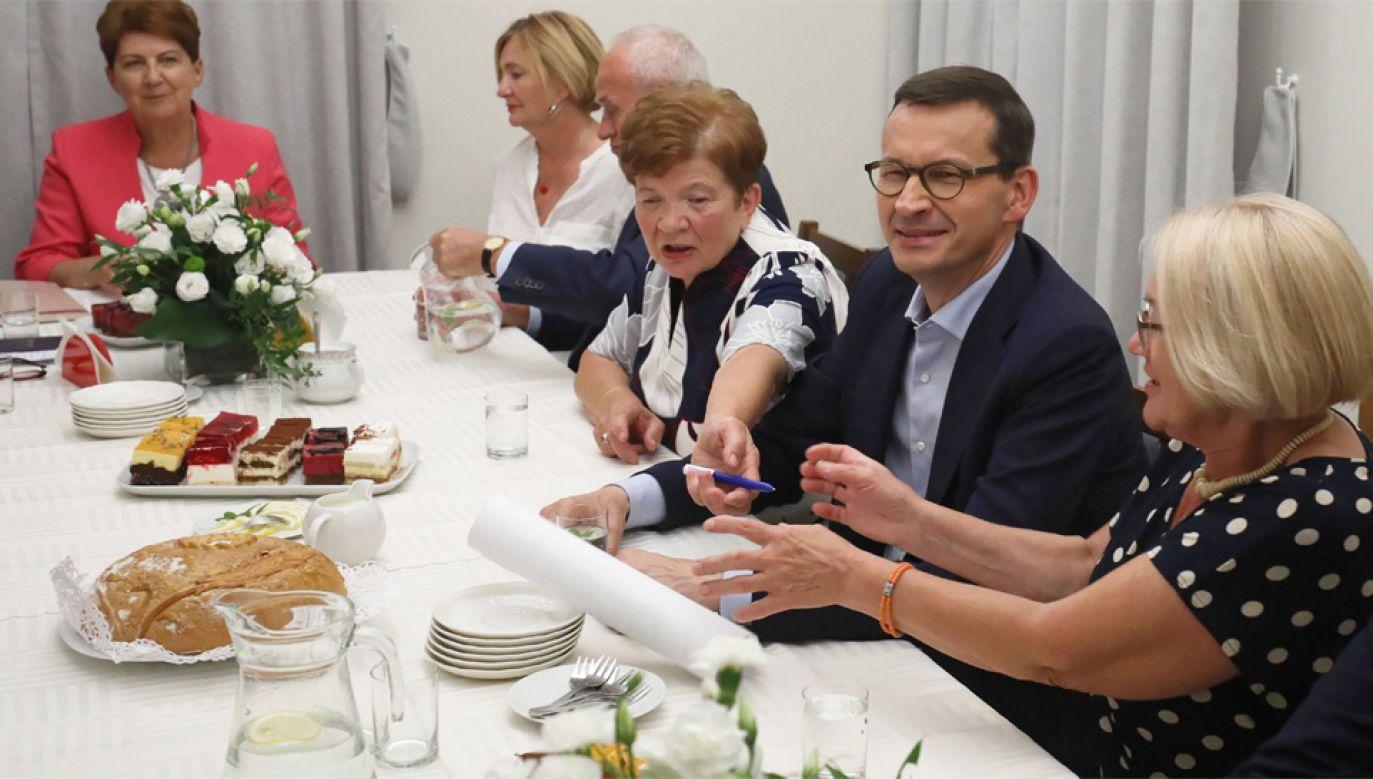Premier Mateusz Morawiecki odwiedził Dom Kultury w Halinowie (fot. PAP/Paweł Supernak)