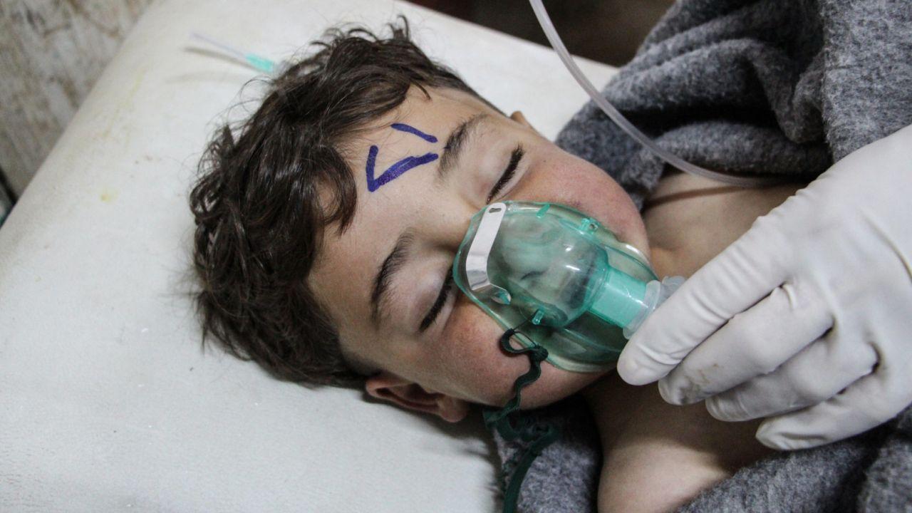We wtorek trujący gaz zabił od 72 do ponad stu osób (fot. PAP/EPA/STRINGER)