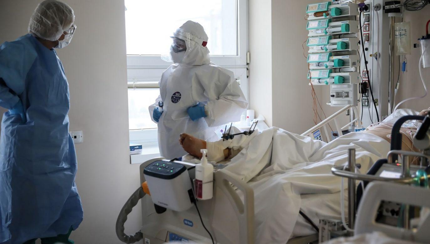 Z powodu epidemii zmarło m.in. 43 lekarzy (fot. PAP/Leszek Szymański)
