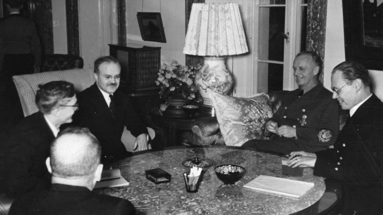 Mołotow i Ribbentrop podczas spotkania w Berlinie, 12 listopada 1940 roku (fot. Bundesarchiv, Bild 183-1991-0207-505 / CC-BY-SA 3.0)