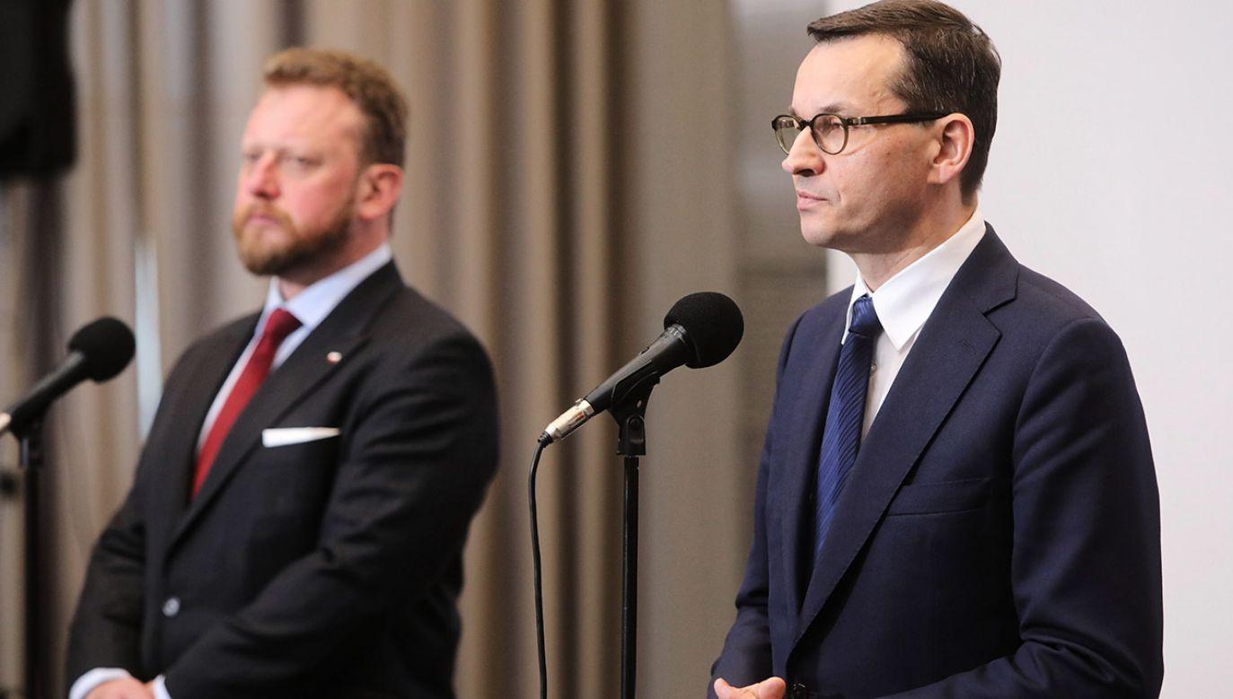 Premier poinformował również , że dla Polaków wracających zagranicy przygotowano specjalne komunikaty (fot. PAP/Wojciech Olkuśnik)