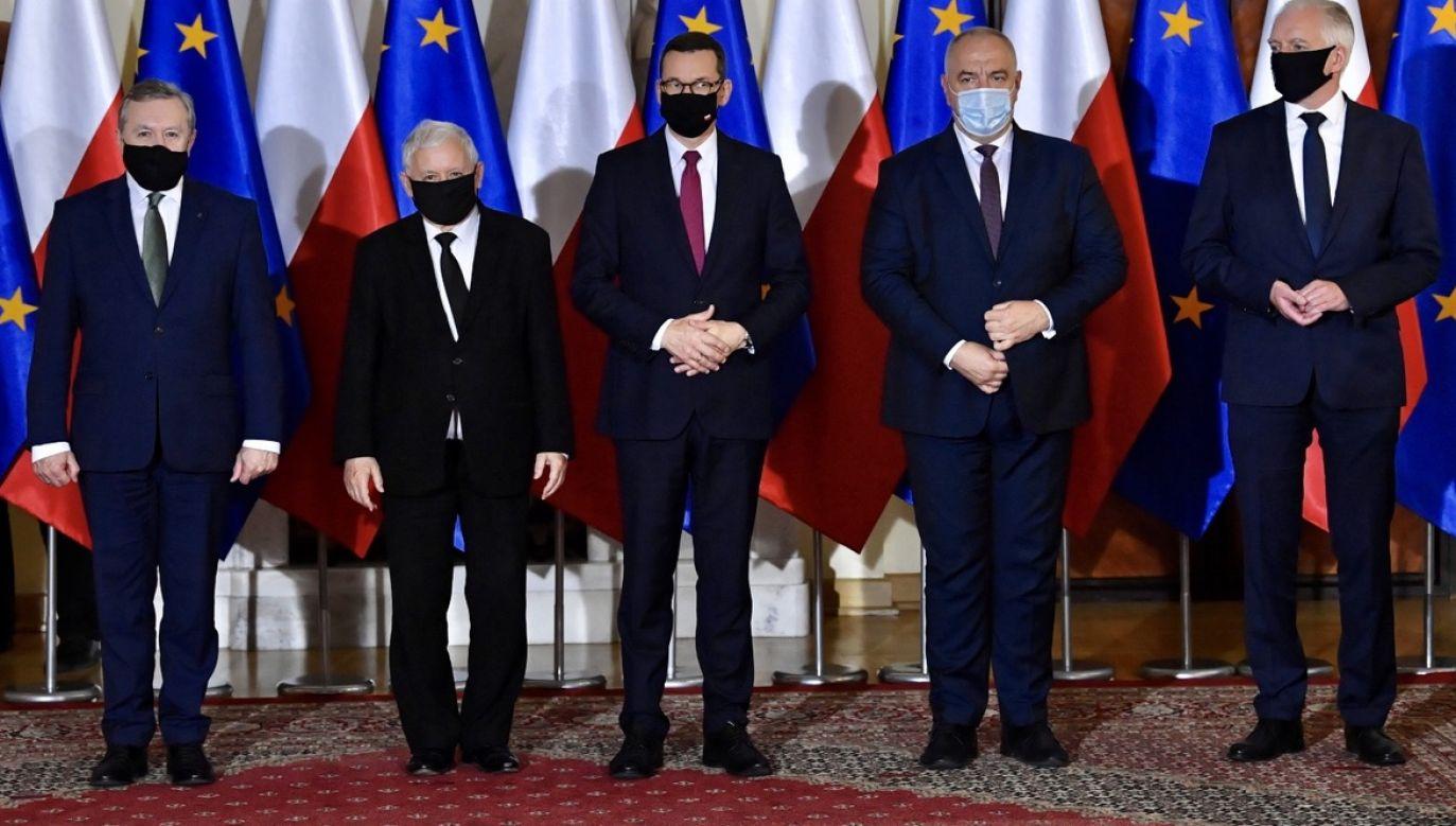 """""""Taka konstrukcja rządu oznacza podział na dwie strefy wpływów"""" – uważa Jan Rokita (fot. PAP/Radek Pietruszka)"""