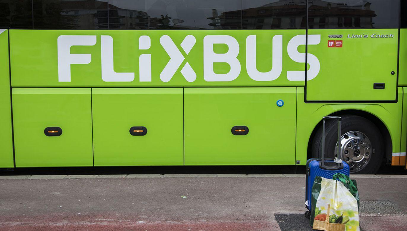 Autobus Flixbusa stanął w płomieniach na peryferiach Paryża (fot.  Andia/Universal Images Group via Getty Images)