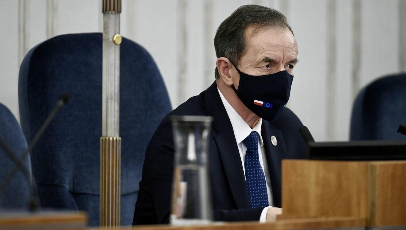 Komentarze dotyczą telewizyjnego wystąpienia marszałka Grodzkiego (fot. PAP/Marcin Obara)