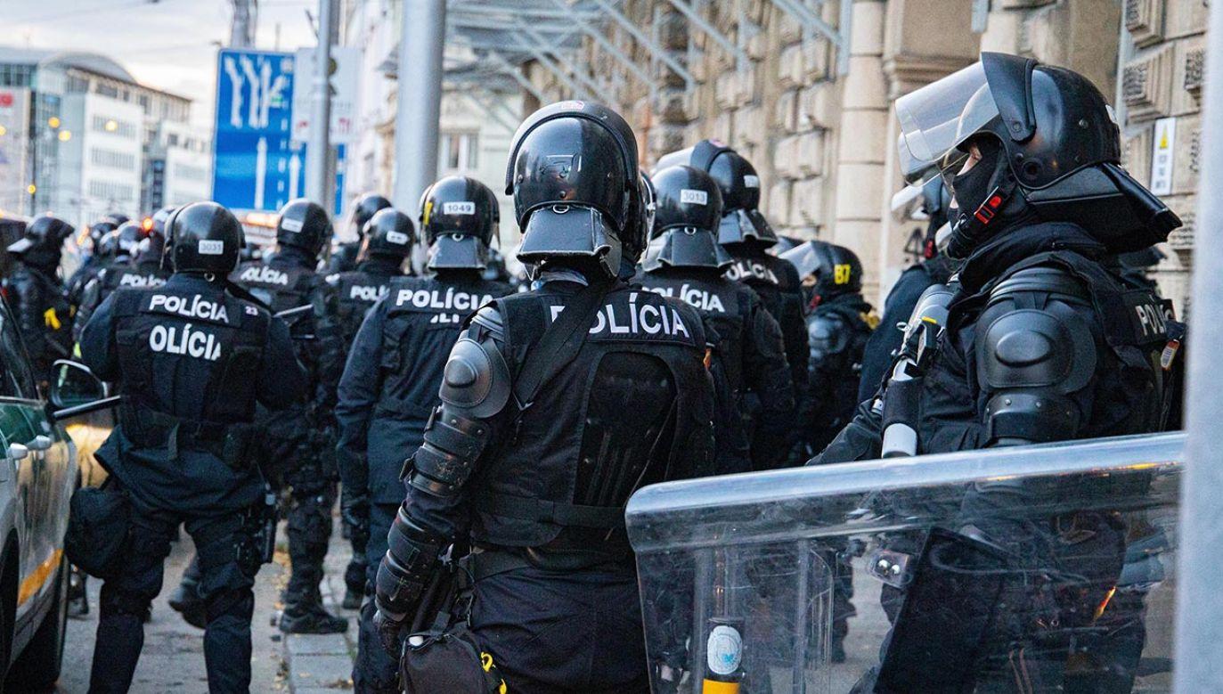 Zarzuty dotyczące m.in. korupcji usłyszało osiem osób, z których sześć zatrzymano (fot.  Jan Husar/SOPA Images/LightRocket via Getty Images)