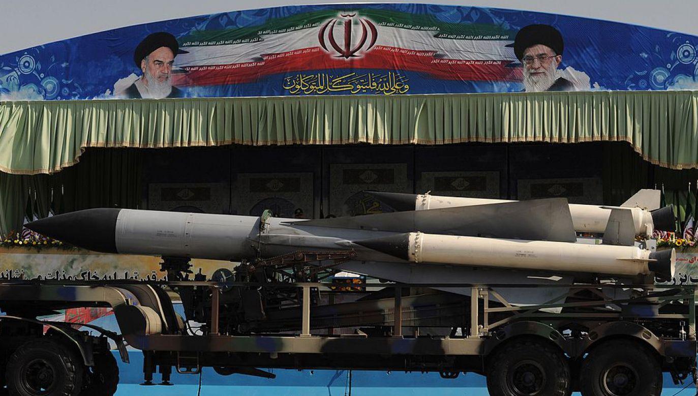"""Dowódca sił lotniczych irańskiej Gwardii Rewolucyjnej dodał, że """"Iran jest zawsze gotowy na »pełnoprawną wojnę«"""" (fot. Kaveh Kazemi/Getty Images)"""