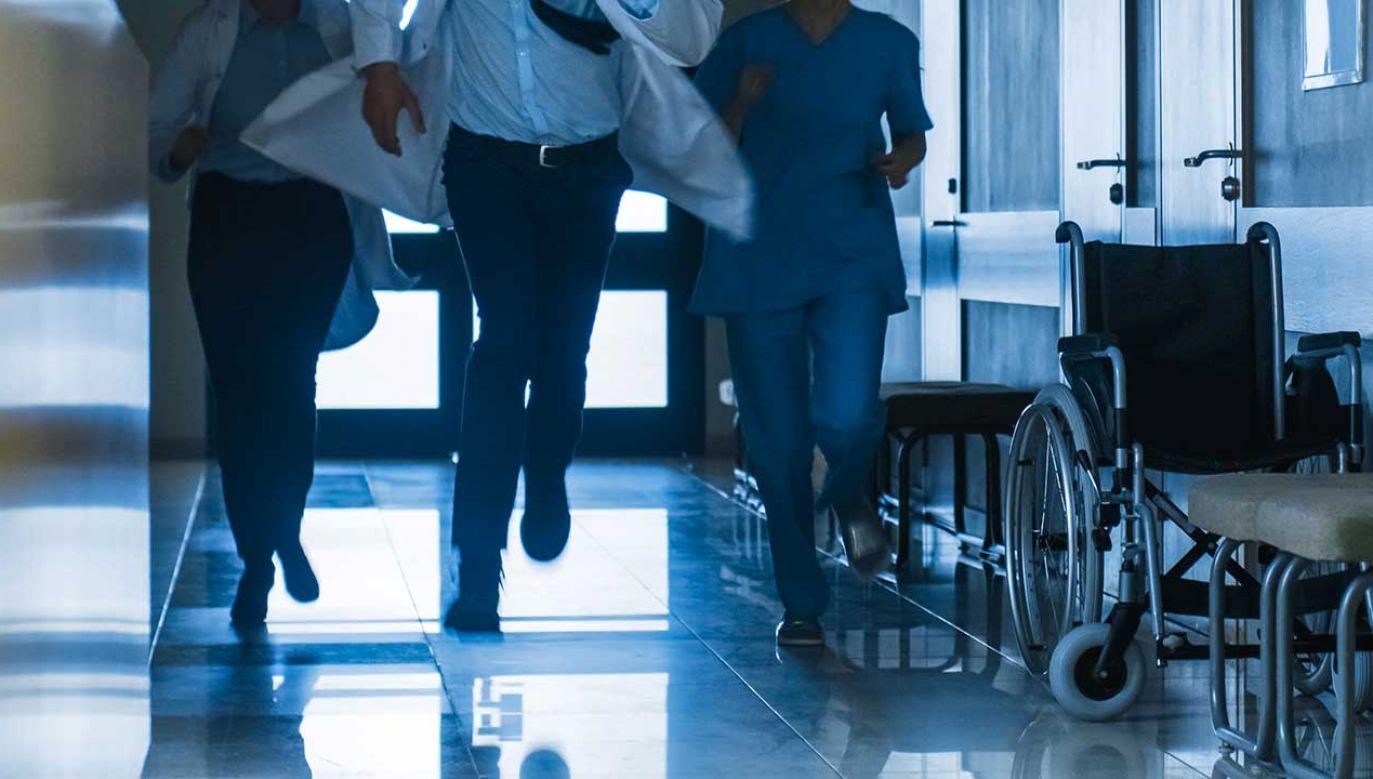 Pacjenta udało się schwytać jednemu z lekarzy pracujących w klinice (fot. Shutterstock/Gorodenkoff)