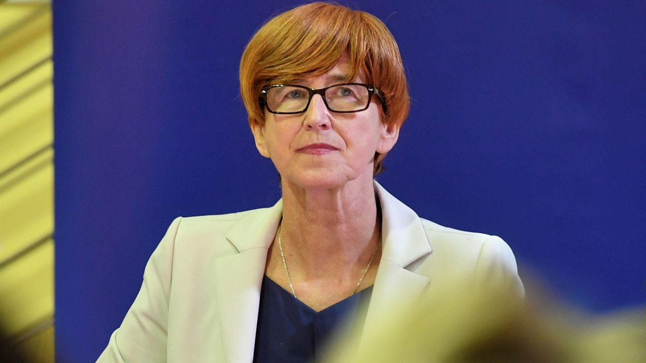 Elżbieta Rafalska, minister rodziny, pracy i polityki społecznej (fot. PAP/Marcin Bielecki)