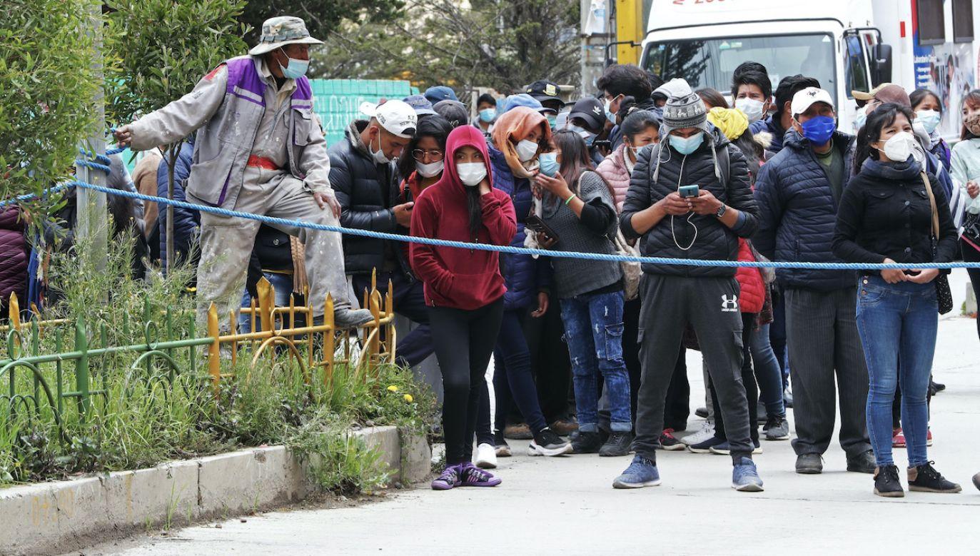Troje studentów uniwersytetu w El Alto przewieziono na OIOM (fot. PAP/EPA/M.Alipaz)