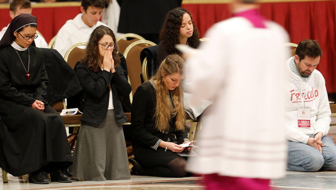 """Włosi będą modlili się według nowej formuły """"Ojcze nasz"""" (fot.  REUTERS/Remo Casilli)"""